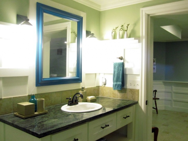 633055-650-1445430588bathroom-mirror-in-peacock-overall