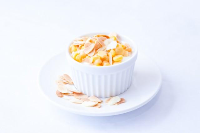 yogurt-s-tsarevitsa-i-filirani-bademi