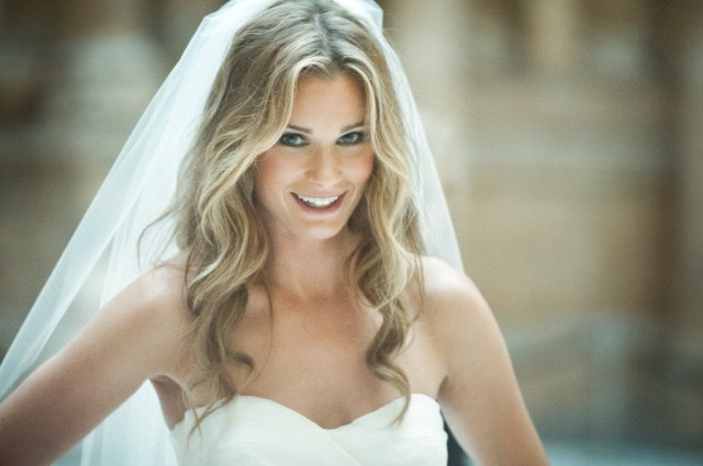 hair-down-wedding-hairstyles-veil-5