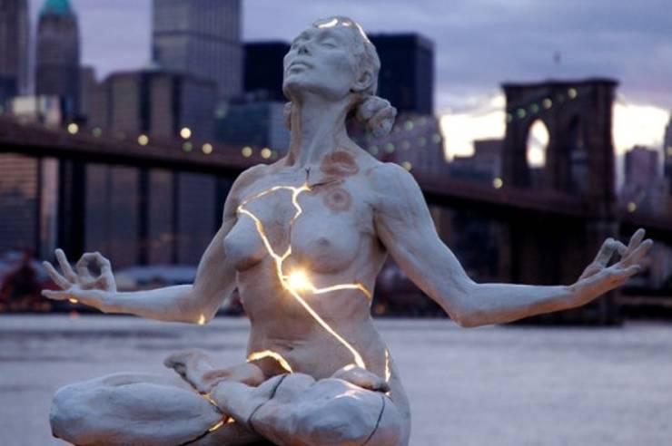 touching_sculptures_640_02