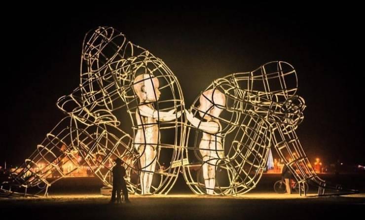 touching_sculptures_640_04