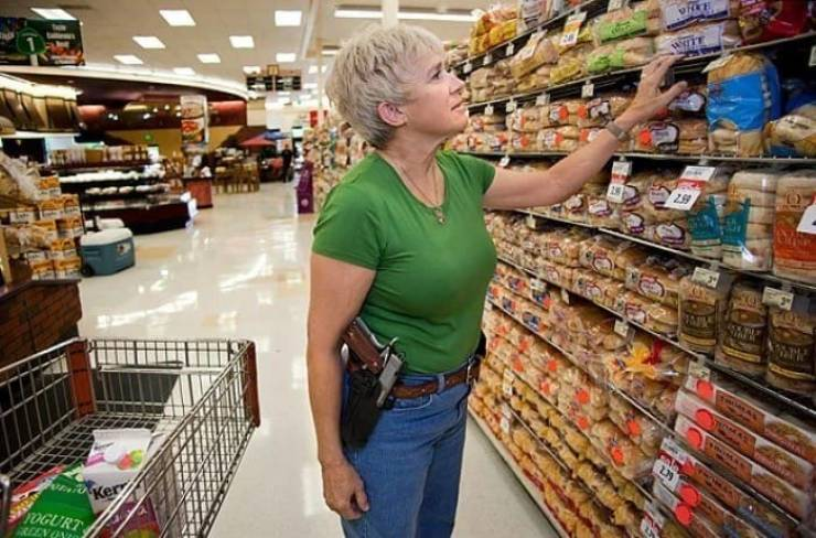 how_they_go_shopping_in_texas_640_03