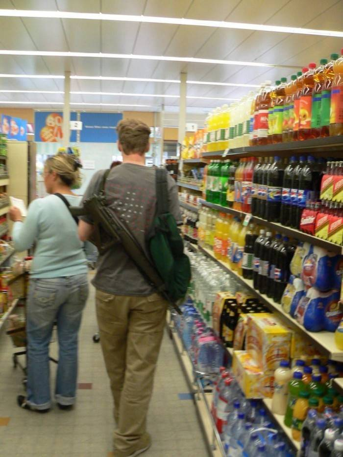 how_they_go_shopping_in_texas_640_high_05