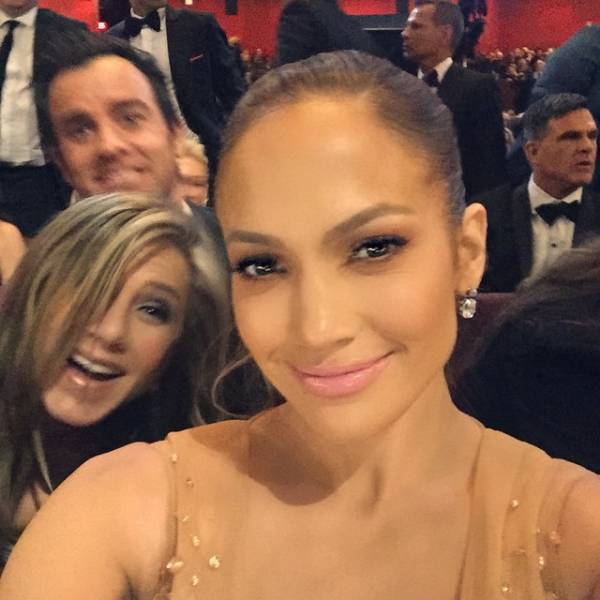 these_celebs_are_photobomb_masters_640_14
